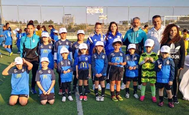 Δυναμικό παρόν της Ακαδημίας Ποδοσφαίρου Κοριτσιών Kids Soccer School Ξυλοφάγου στο Fun Day της Κ.Ο.Π.