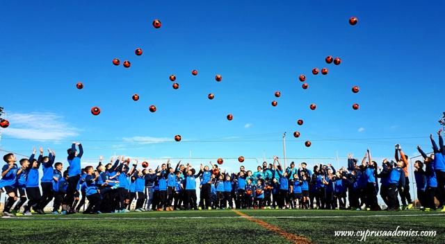 Γιορτινές Ευχές από τα παιδιά της Σχολής Ποδοσφαίρου Kids Soccer School Εθνικός Άχνας!